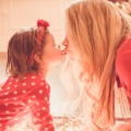 scarlett & mommy kiss